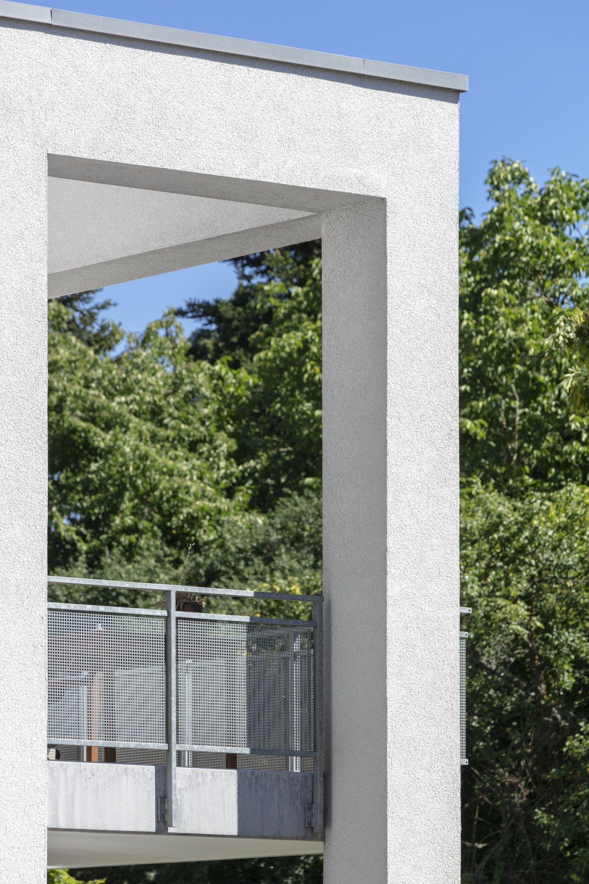 Detail Balkone, weißer Putz
